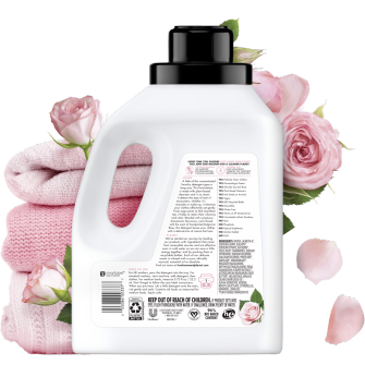Parte trasera del paquete del Love Home and Planet Concentrated Laundry Detergent Rose Petal & Murumuru 50oz
