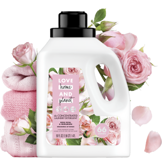 Frente del paquete del Love Home and Planet Concentrated Laundry Detergent Rose Petal & Murumuru 50oz